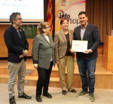 L'alcalde, Óscar Sierra, rep el Segell Infoparticipa.